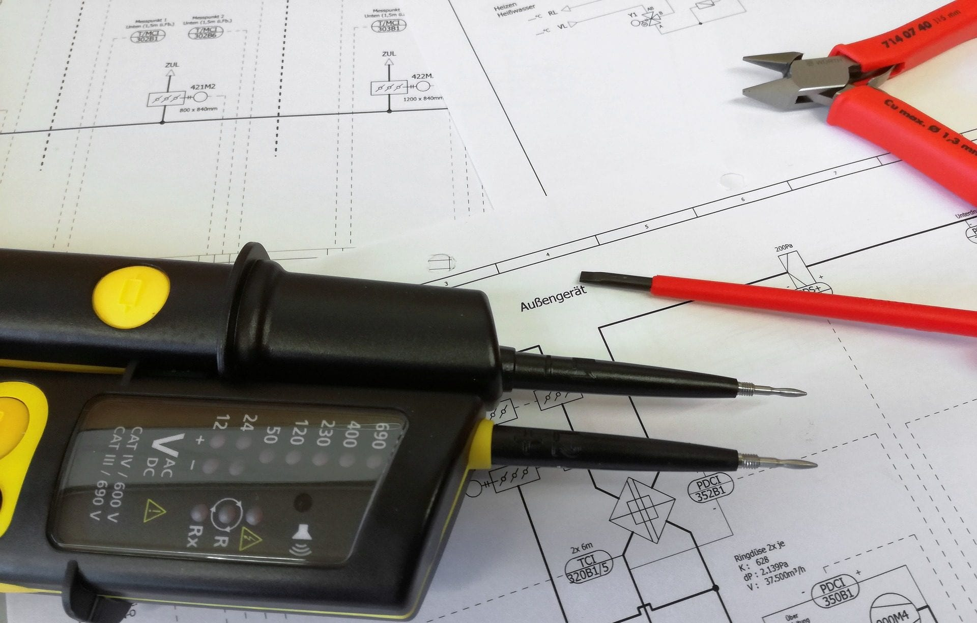 Differences Between an Electrician and an Electrical Inspector